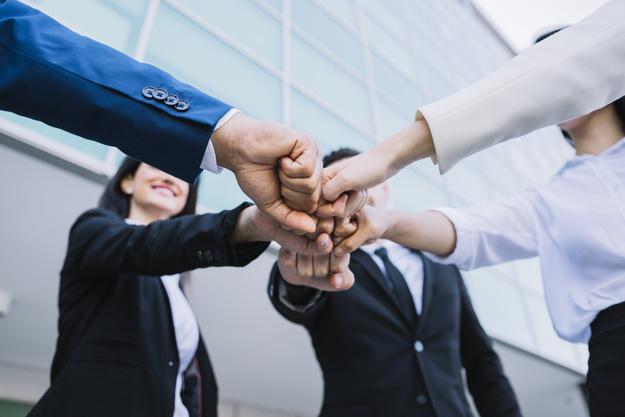concepto-teamwork-gente-negocios_23-2147715590
